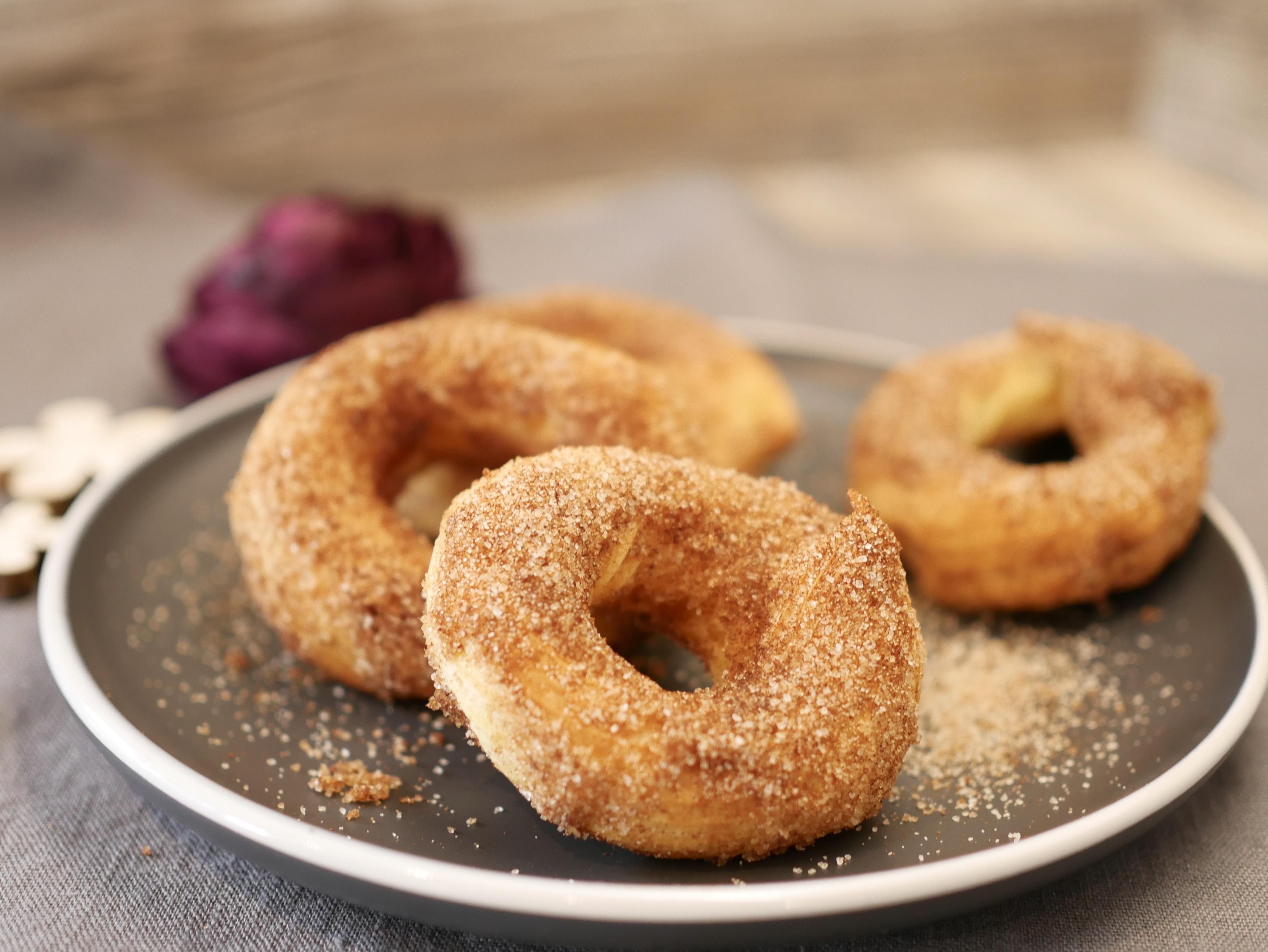 Gebäck auf Teller für Rezept Churros vom Zauberstein von Pampered Chef®